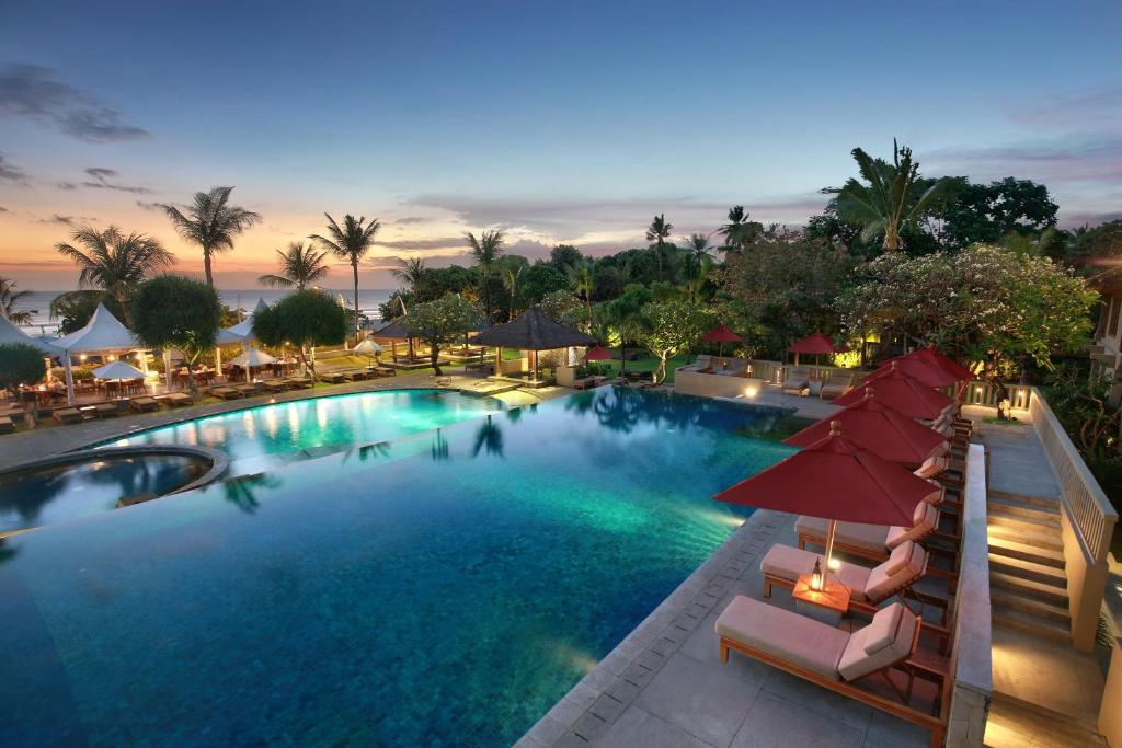 The swimming pool at or near Bali Niksoma Boutique Beach Resort