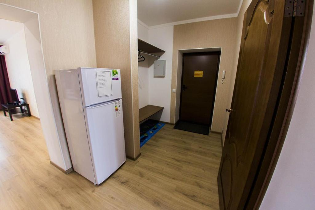Кухня или мини-кухня в Хоум Отель на Краснодонской, 5