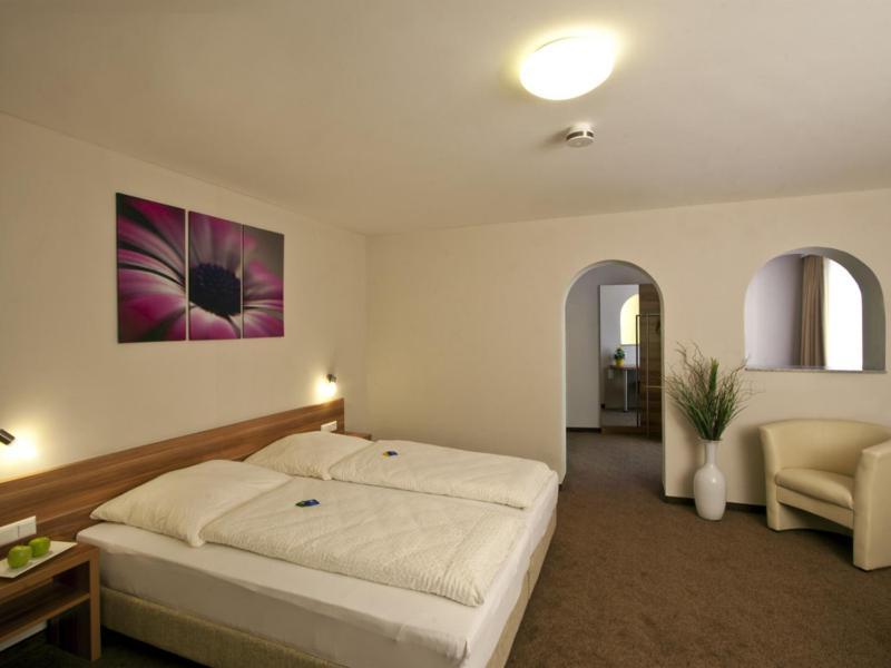 Ein Bett oder Betten in einem Zimmer der Unterkunft Hotel Sielminger Hof