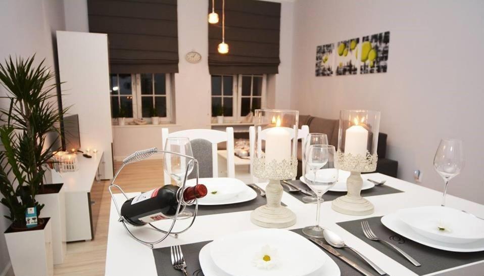 Restauracja lub miejsce do jedzenia w obiekcie Apartament Pod Kopernikiem