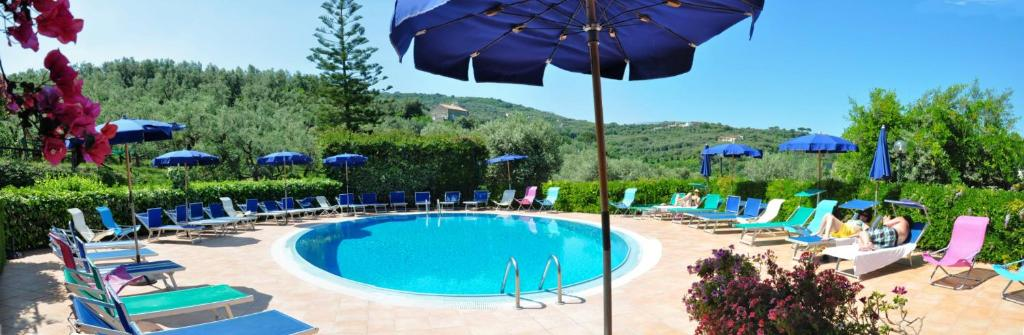 Piscina di Hotel La Badia o nelle vicinanze