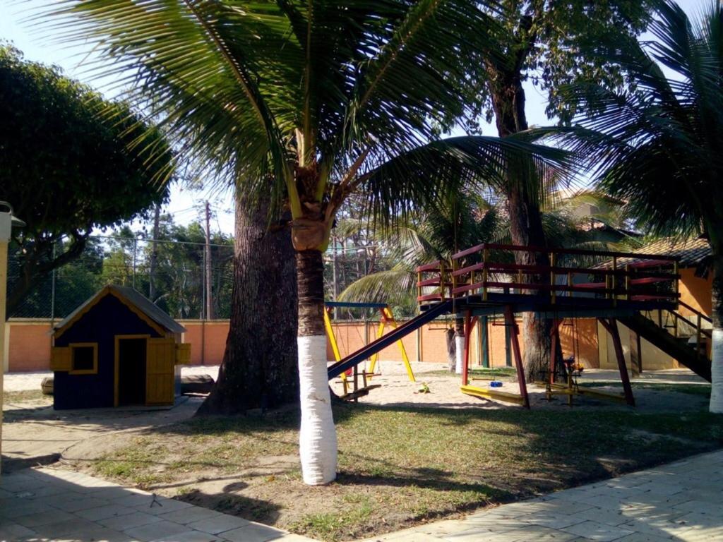 Um jardim em Apartamento Terracota Beira Mar