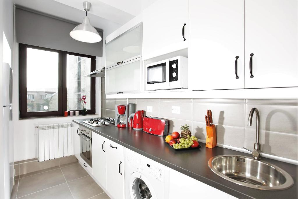 A kitchen or kitchenette at Lux Apartments Victoriei