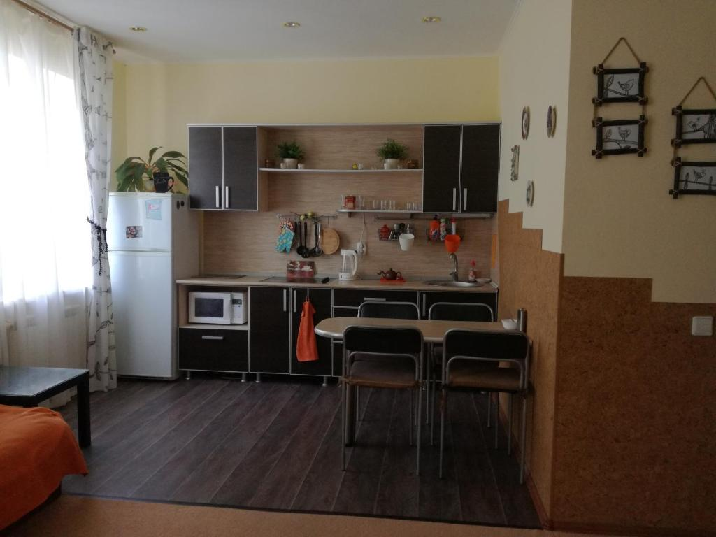 A kitchen or kitchenette at Apartment near Ski Centre Metallurg