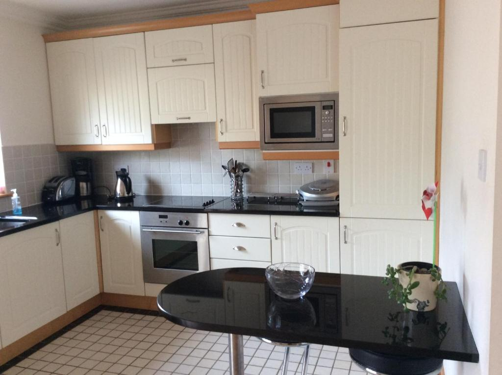 A kitchen or kitchenette at Silversands Apartment