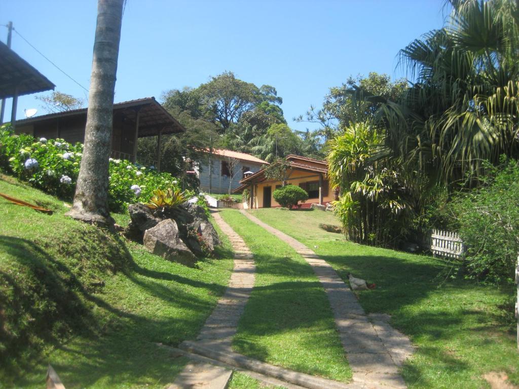 A garden outside Pousada Recanto dos Pinheiros