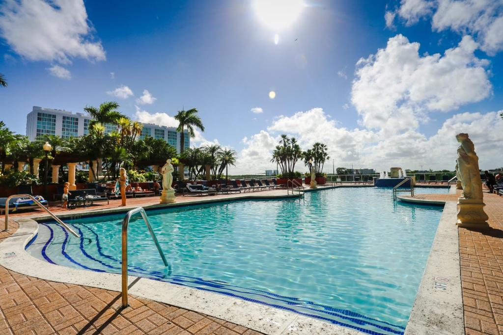 A piscina localizada em Sunny Isles Vacations ou nos arredores