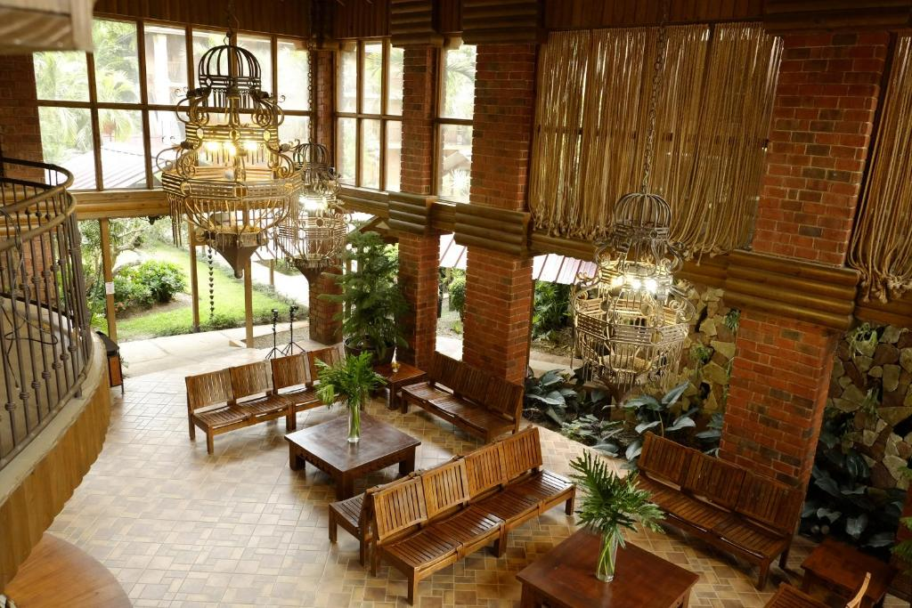 A restaurant or other place to eat at Hotel Gran Jimenoa