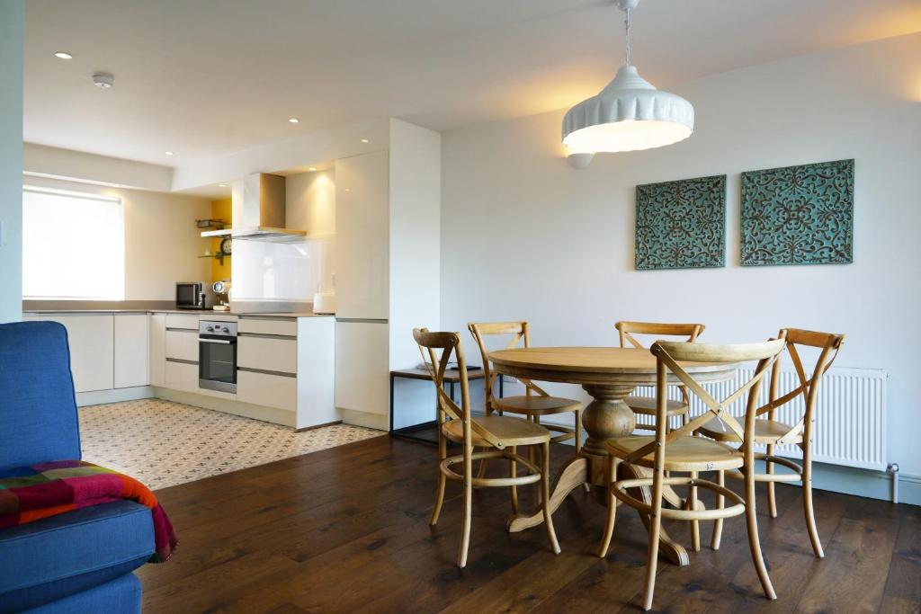 The lounge or bar area at Kinsale