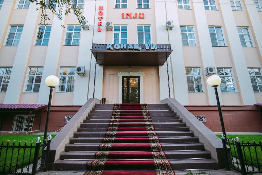 Фасад или вход в Hotel Inju