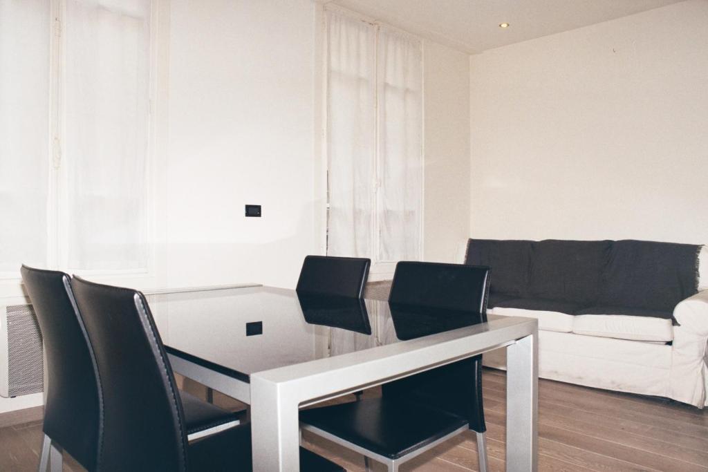 A seating area at Marais Saint Paul ID 238