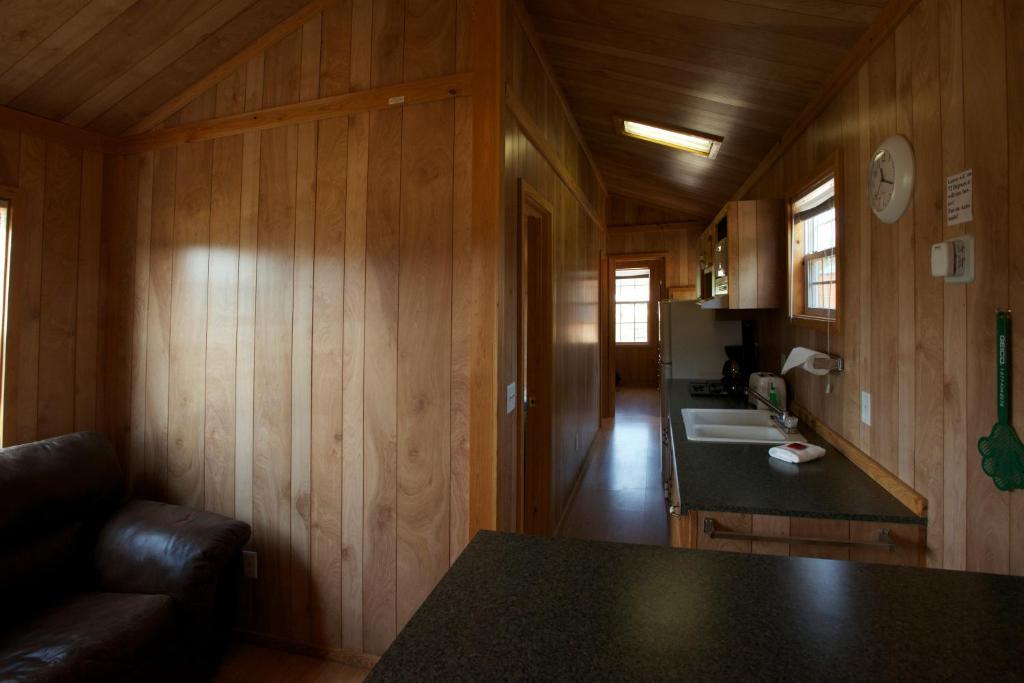 Arrowhead Camping Resort Deluxe Cabin 16