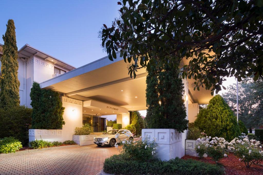 The facade or entrance of Ramada Diplomat Canberra