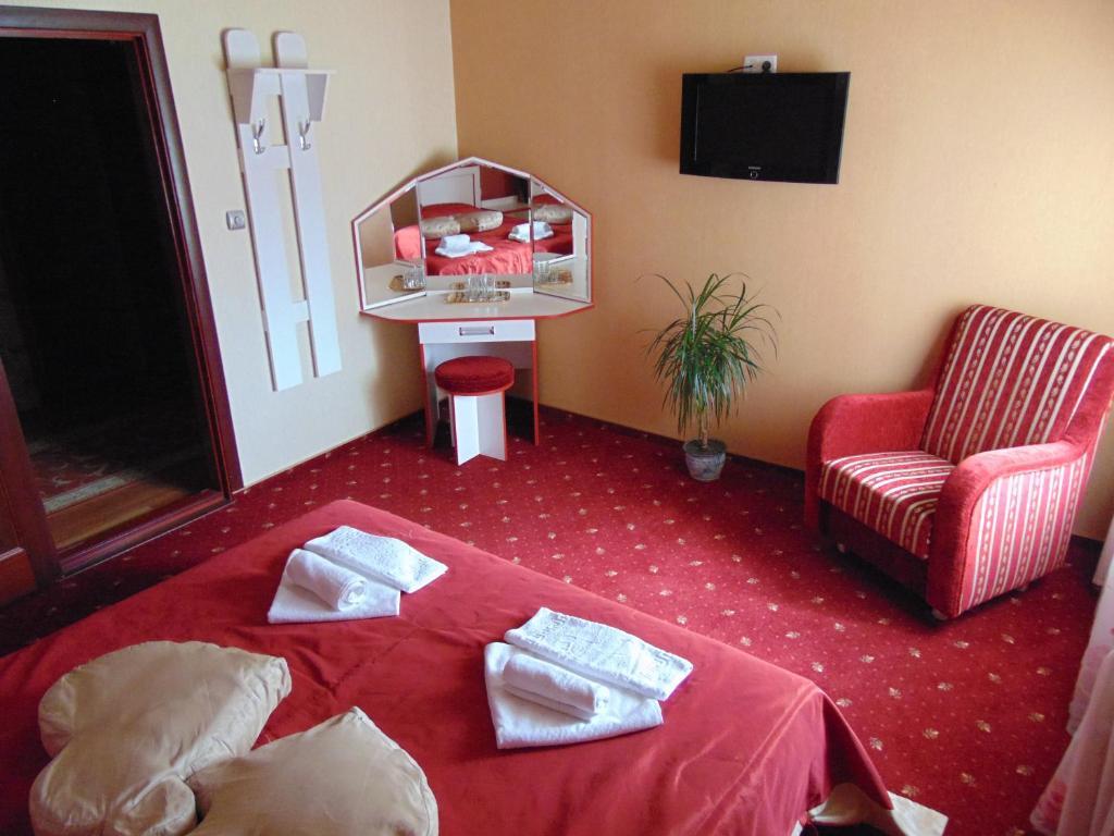 A seating area at Hotel Serpanok