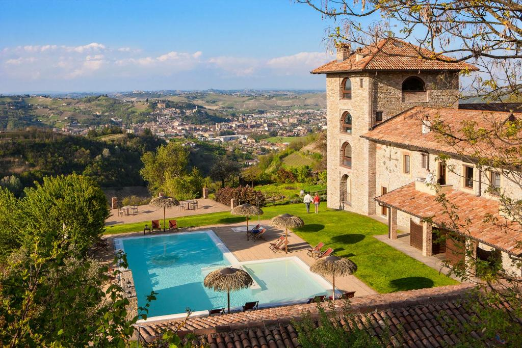 A view of the pool at I Tre Poggi, The Originals Relais (Relais du Silence) or nearby