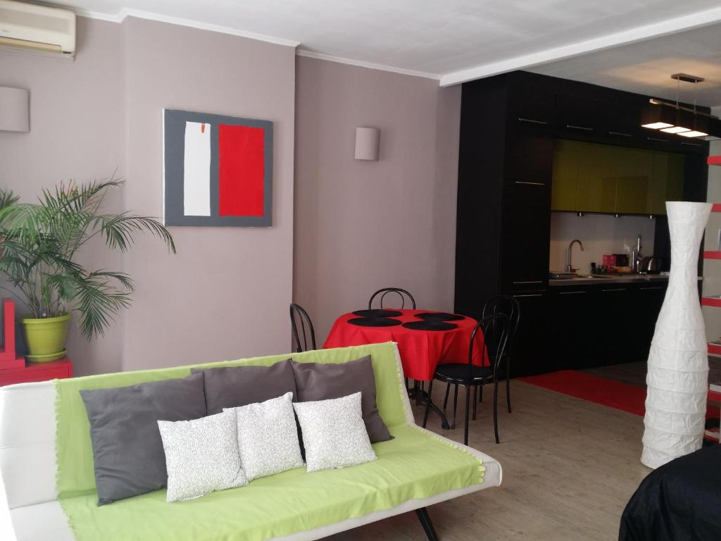 The lounge or bar area at Grand Studio Vieux Port