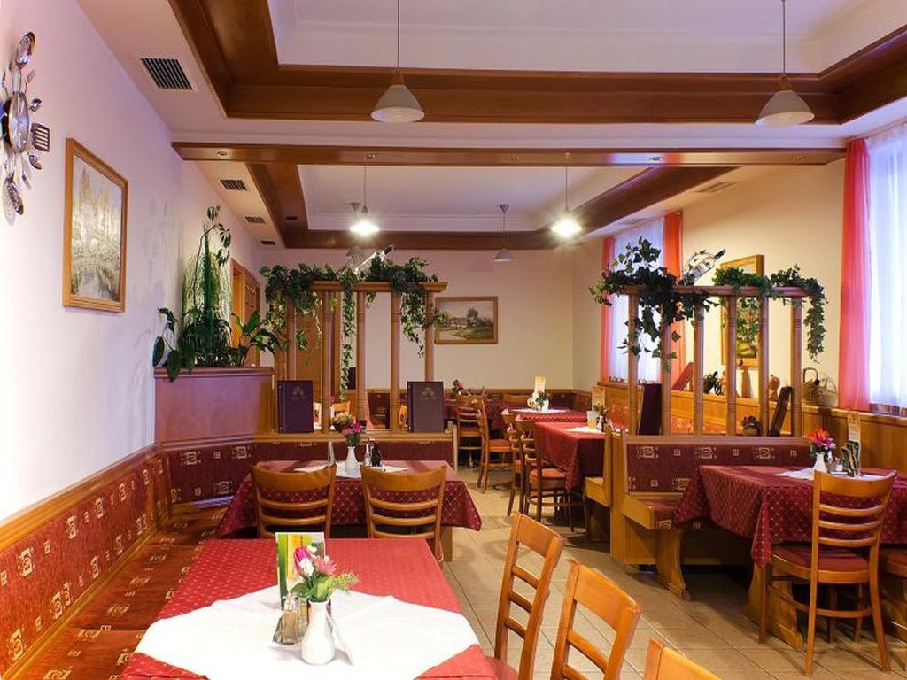Ресторан / где поесть в Denis Hotel és Étterem