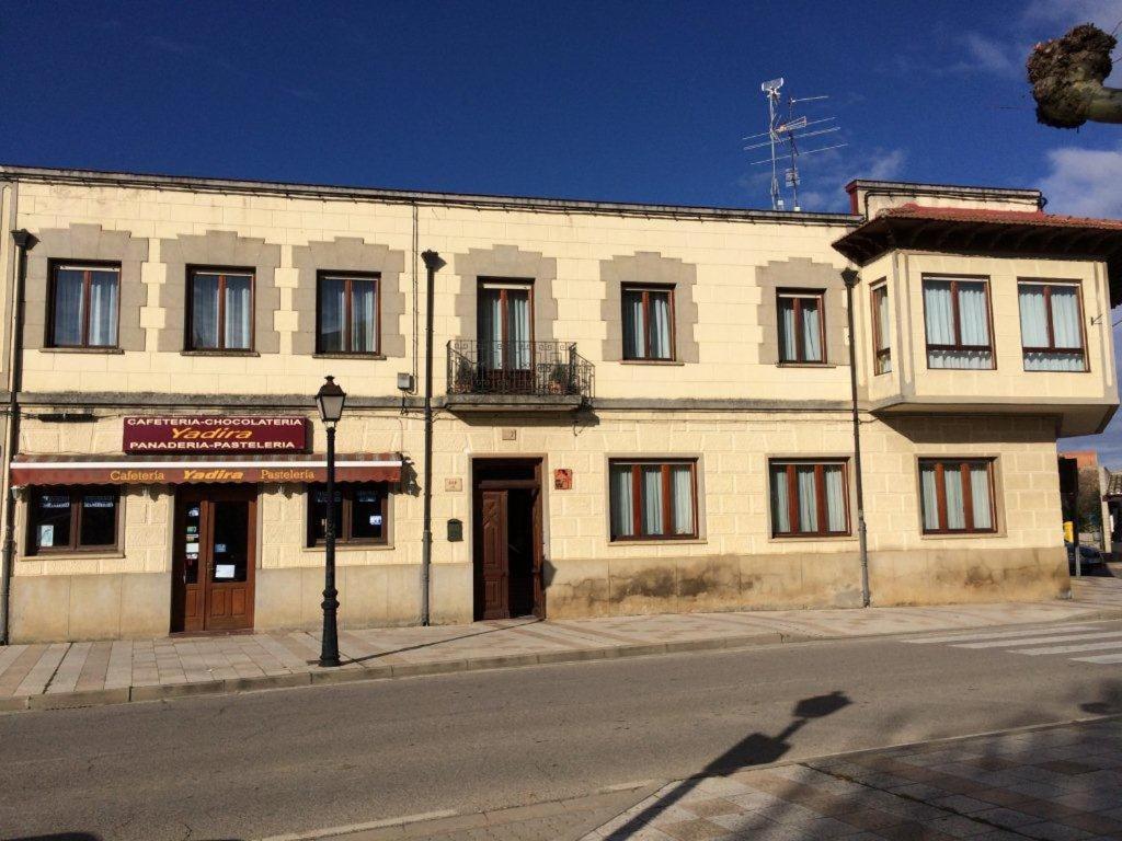 The facade or entrance of La Abuela Maye y Me