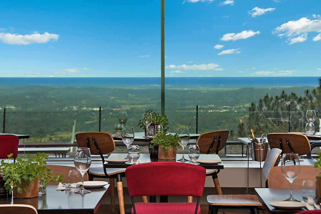 A restaurant or other place to eat at Altitude On Montville