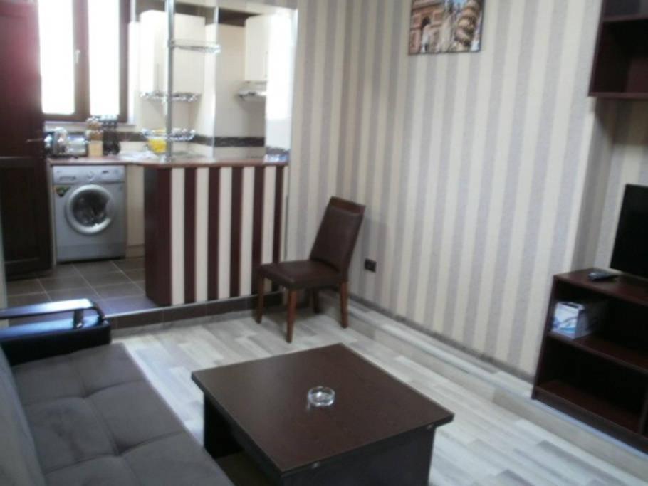 O lounge ou bar de Apartment on Tbilisi Avenue