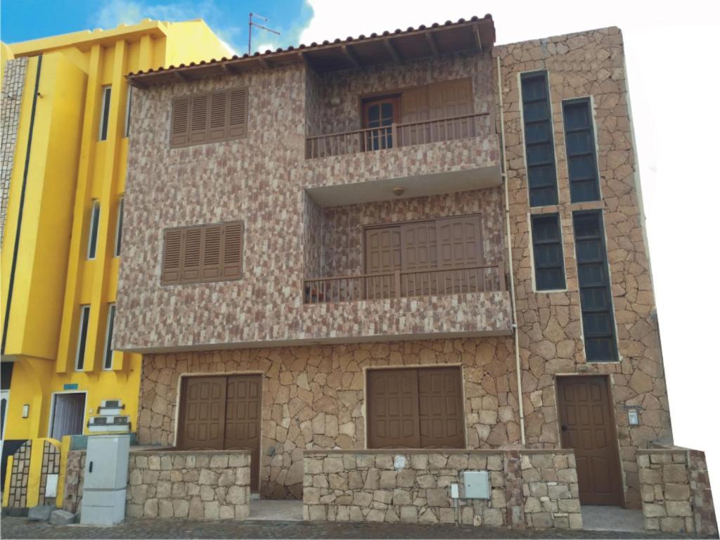 Η πρόσοψη ή η είσοδος του Dourada Studios