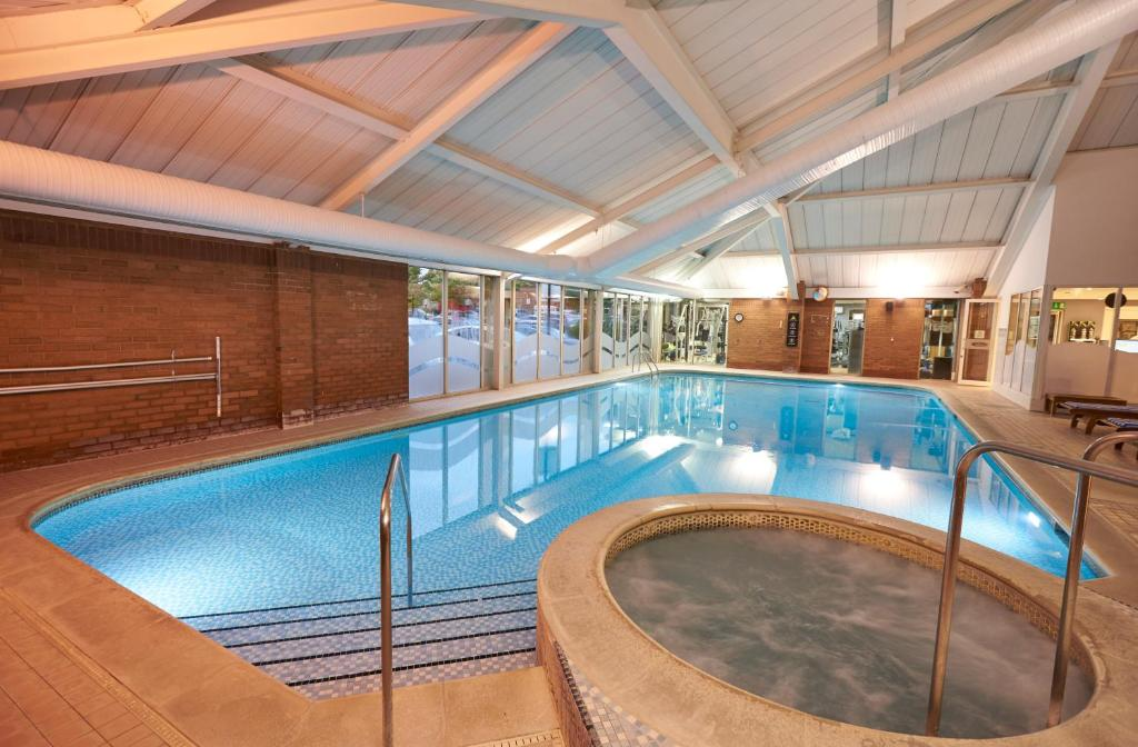 The swimming pool at or close to DoubleTree by Hilton Newbury North