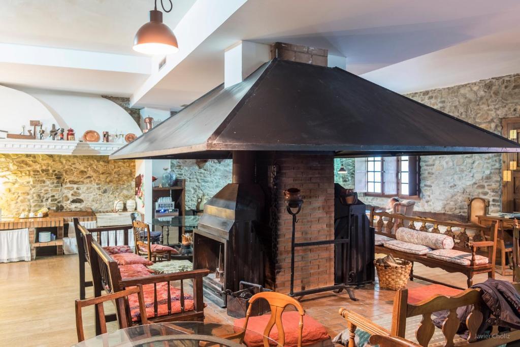 Un restaurante o sitio para comer en La Casa Del Reloj
