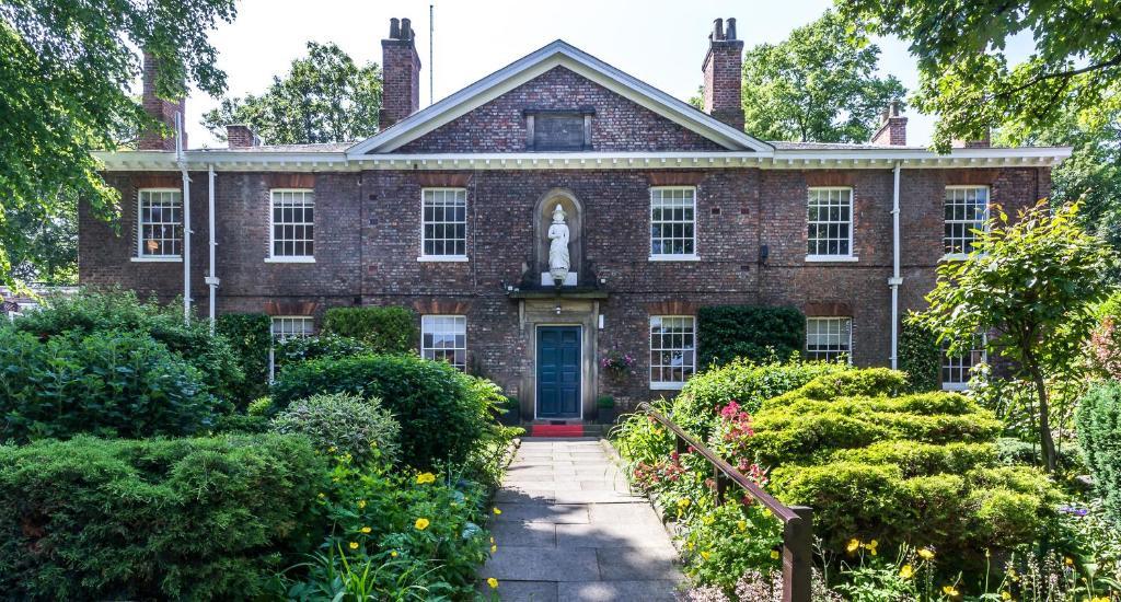 Eine Fassade oder ein Eingang zu Middletons