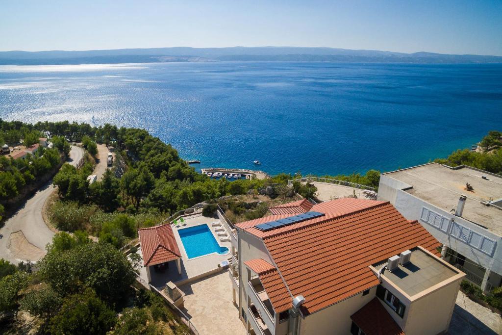 A bird's-eye view of Beachfront Apartments Lara