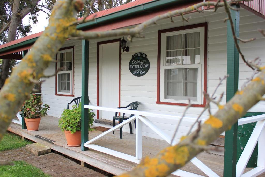 A porch or other outdoor area at Coonawarra's Pyrus Cottage