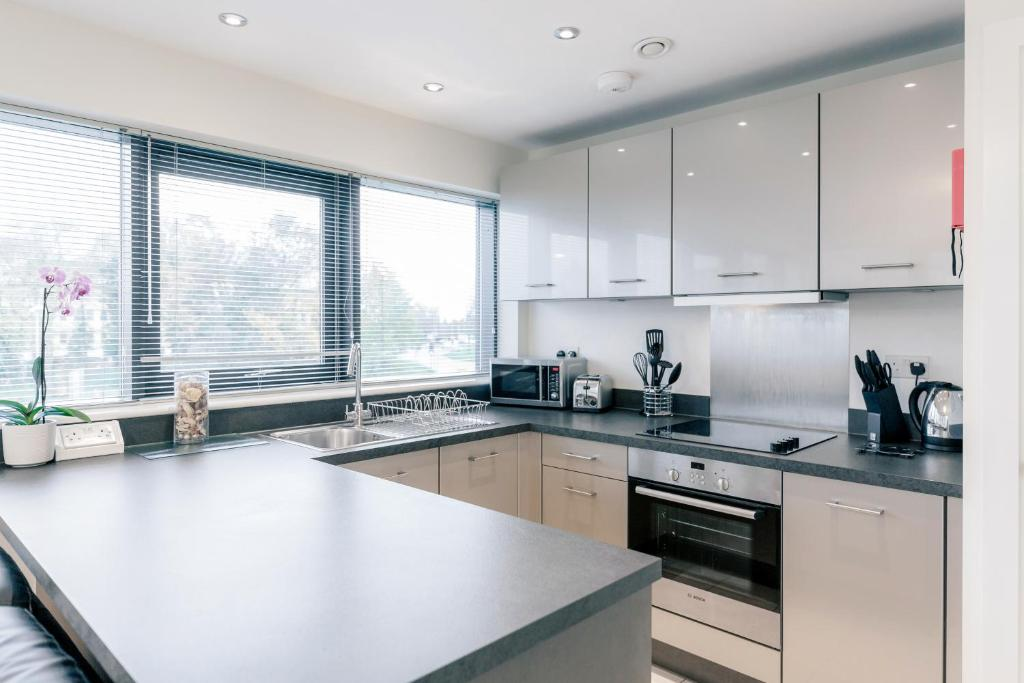 A kitchen or kitchenette at Room Space Service Apartments – New Manor House