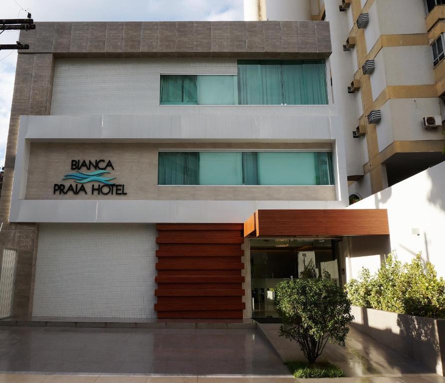 The facade or entrance of Bianca Praia Hotel