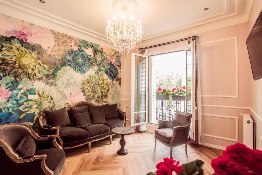 A seating area at La Maison Gobert B&B