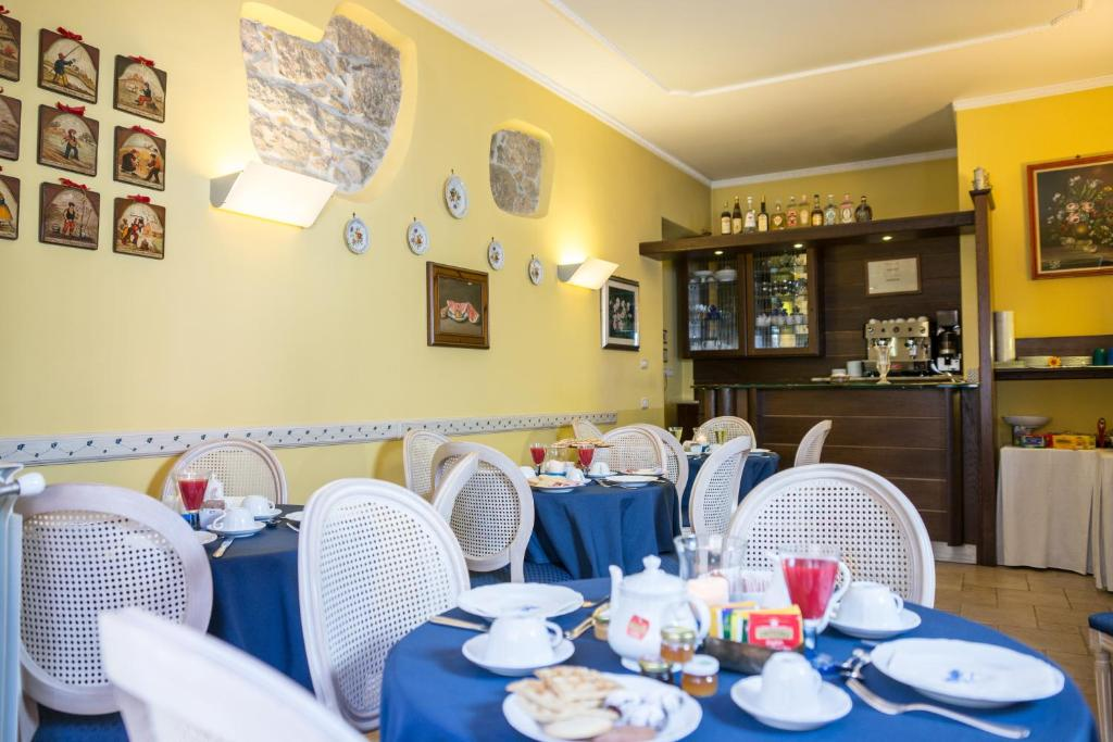 A restaurant or other place to eat at Hotel Il Tiglio