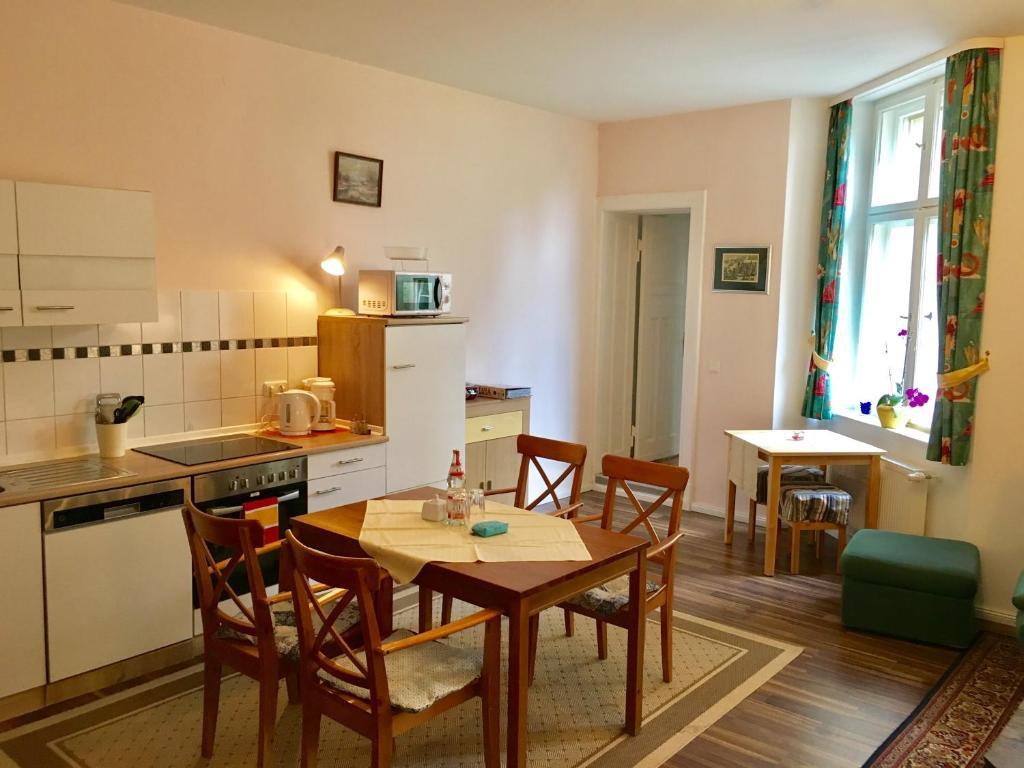 Ein Restaurant oder anderes Speiselokal in der Unterkunft Abendquartier Potsdam