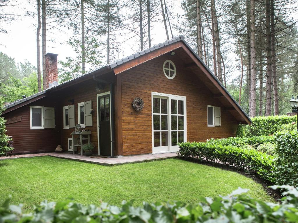 Luxurious Chalet in Oud-Turnhout with Large Garden