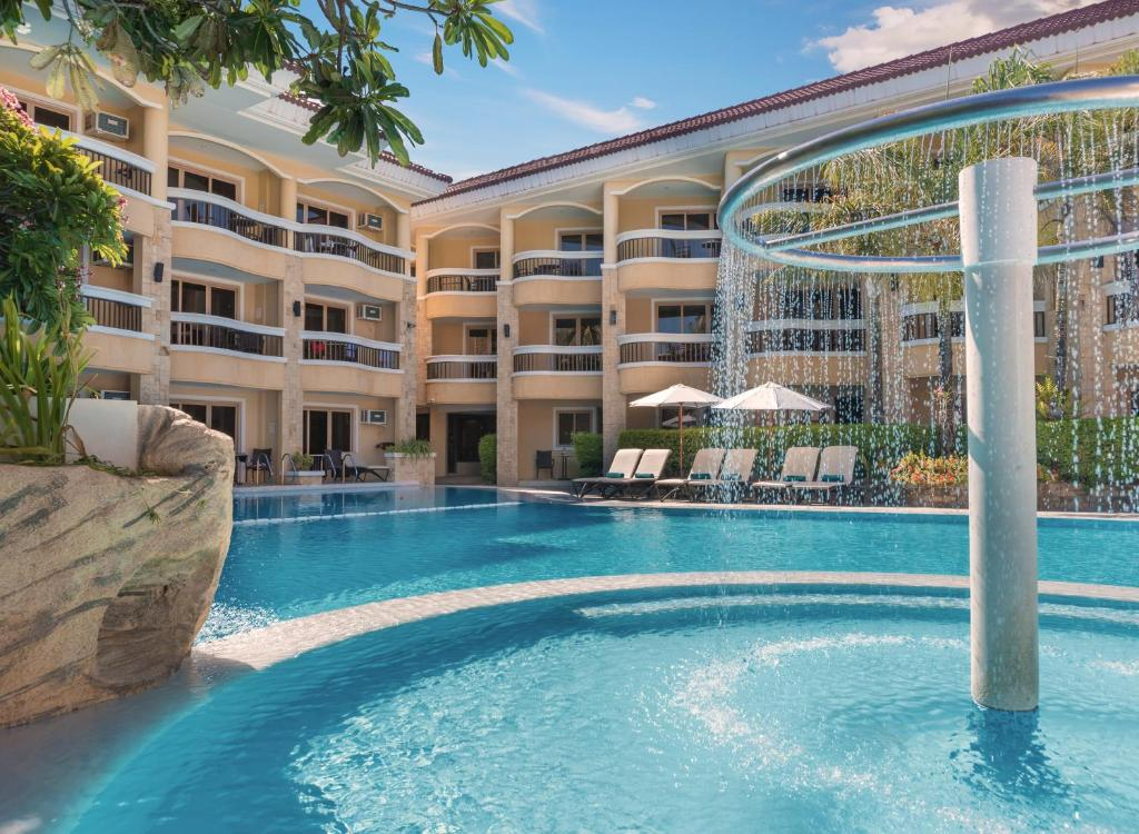 The swimming pool at or close to Henann Regency Resort and Spa