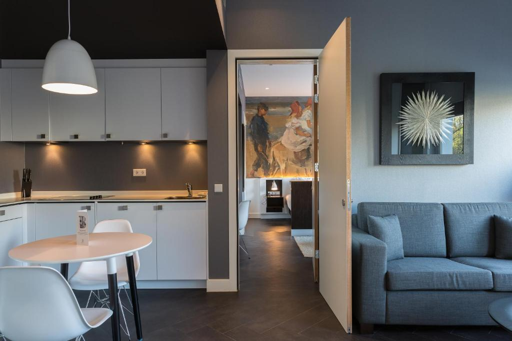 Een keuken of kitchenette bij B-aparthotel Kennedy