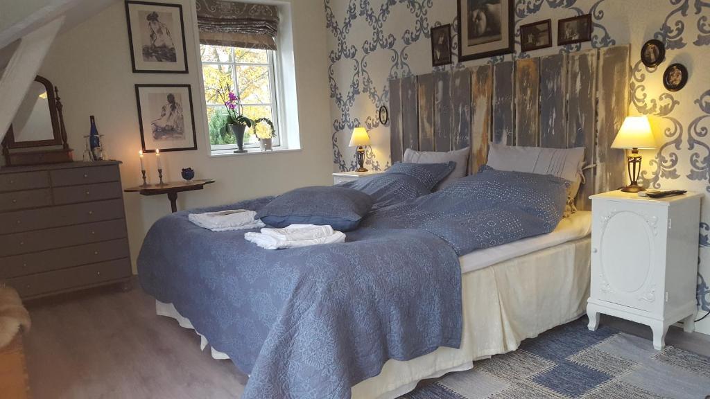 En eller flere senge i et værelse på Holmegaard Bed & Breakfast