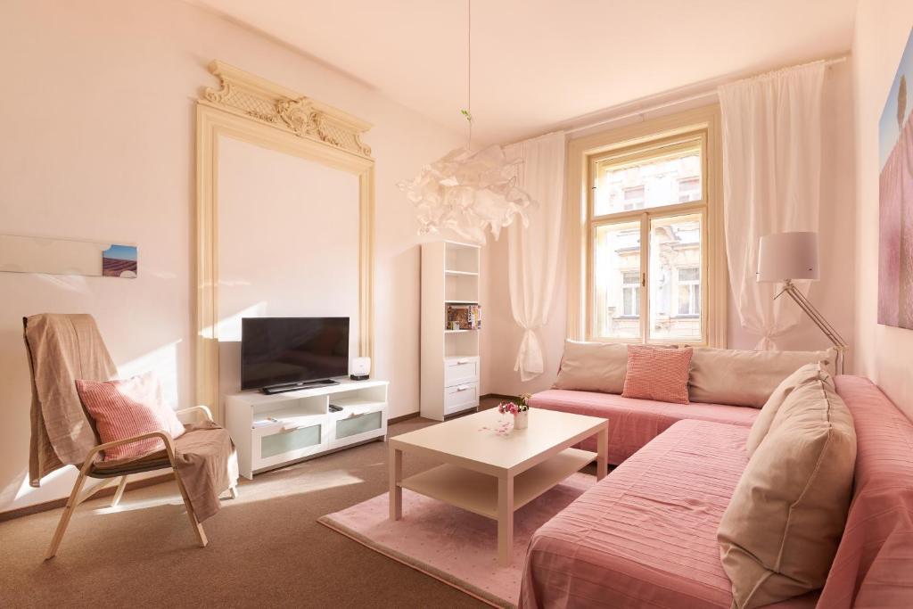 A seating area at Old Town Apartment Konviktska