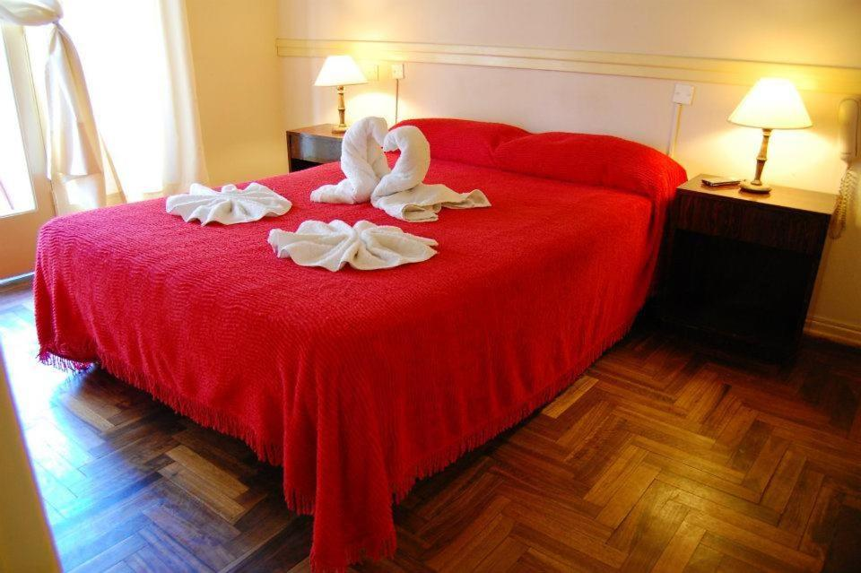 A bed or beds in a room at Hotel del Paseo
