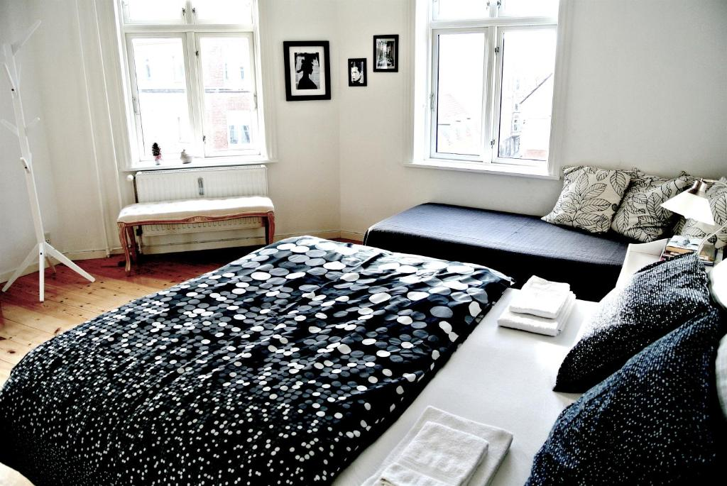 A bed or beds in a room at Kapelvej Apartments