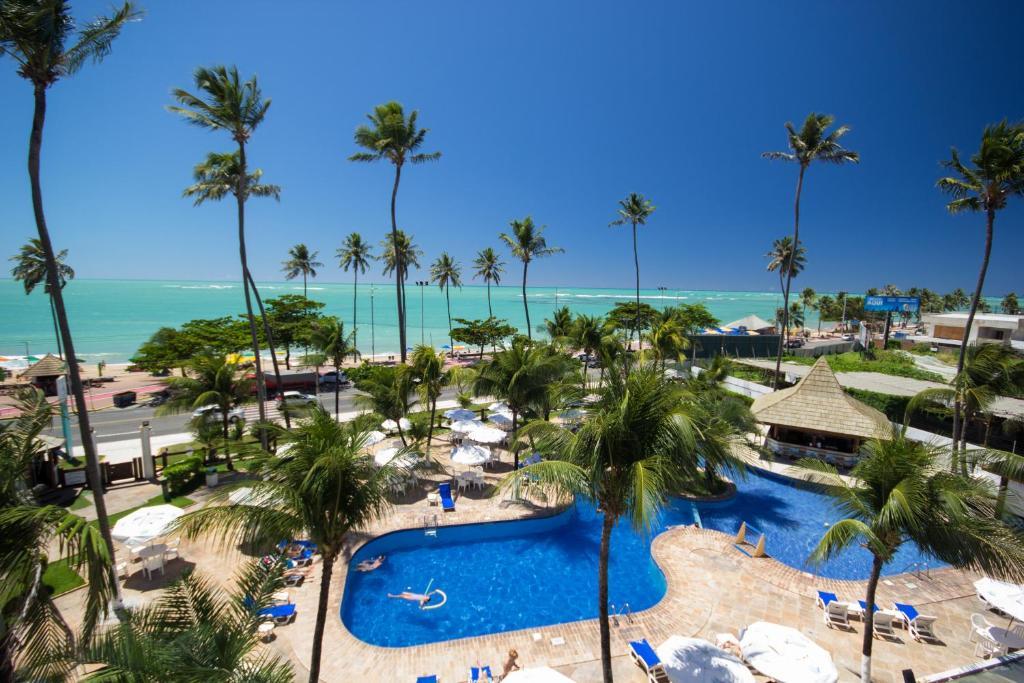 Uma vista da piscina em Maceió Atlantic Suites ou nos arredores