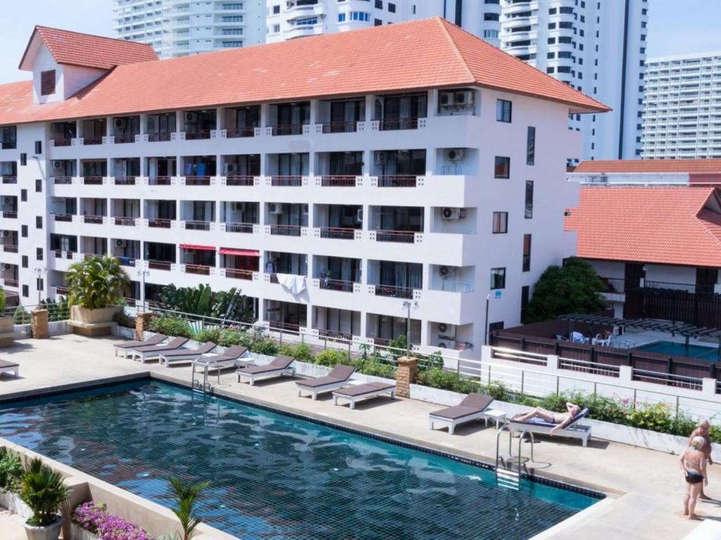 Бассейн в Jomtien Plaza Residence или поблизости