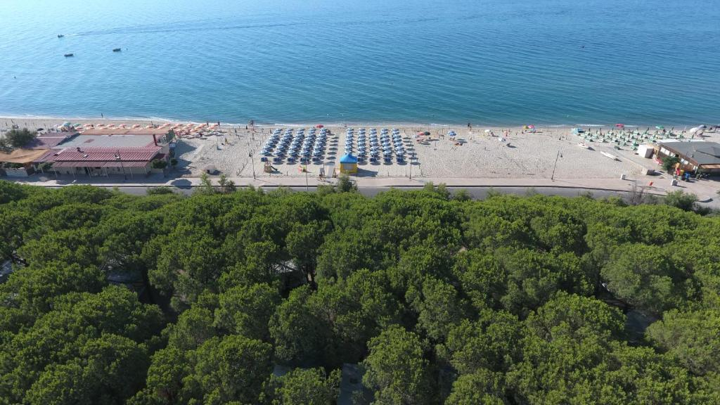 A bird's-eye view of Villaggio Camping Lungomare