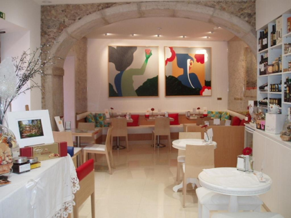 A restaurant or other place to eat at Espaco Edla