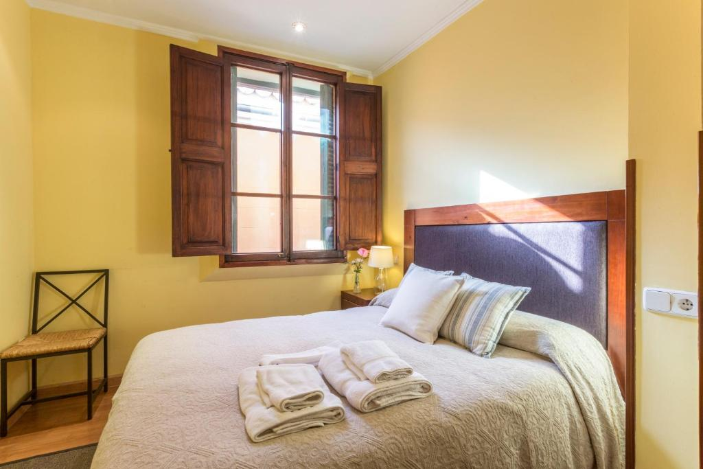 A bed or beds in a room at Mallorca Housing: Old centre - Turismo de Interior