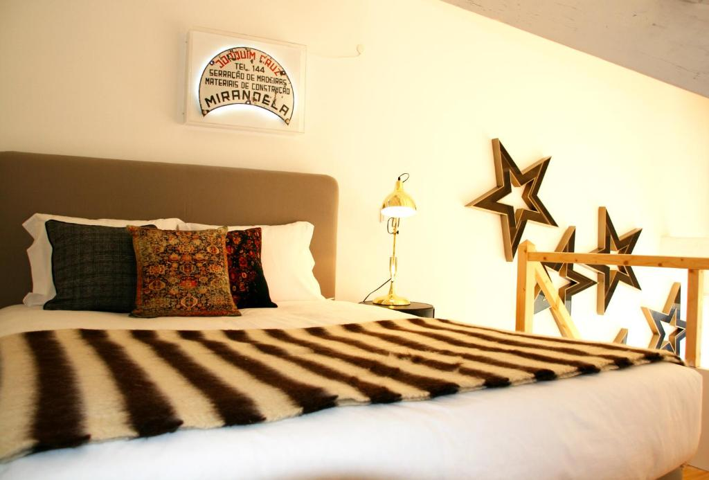 A bed or beds in a room at Oporto Chic&Cozy - Batalha