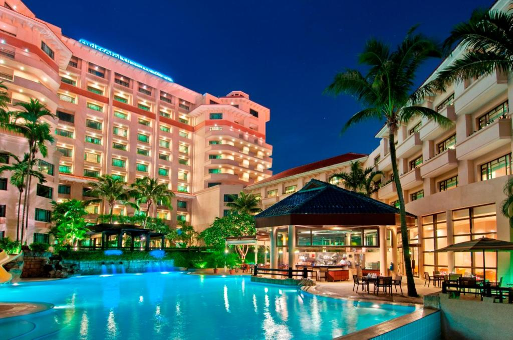The swimming pool at or near Swissotel Merchant Court Singapore (SG Clean)
