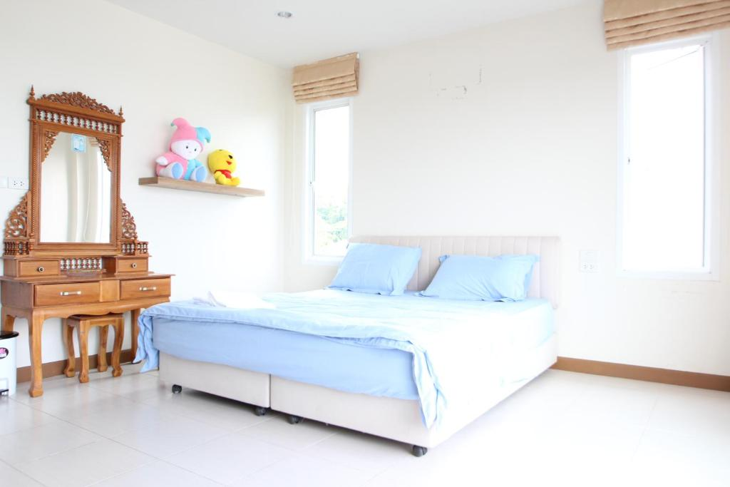 A bed or beds in a room at Uncle House Krabi